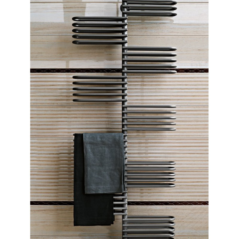 radiateur mural design latest hudson reed radiateur design lectrique vertical noir vitality cm. Black Bedroom Furniture Sets. Home Design Ideas